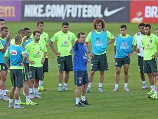 Jogadores treinam em Teresópolis, nesta sexta.