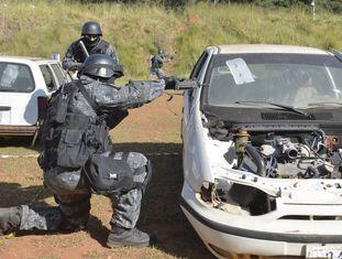 Exercício anti-terrorista das Forças Especiais brasileiras.