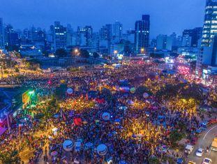 Manifestantes se concentram no Largo da Batata, em São Paulo.