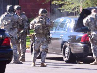Policiais em San Bernardino.