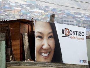 Um cartaz da candidata presidencial Keiko Fujimori.