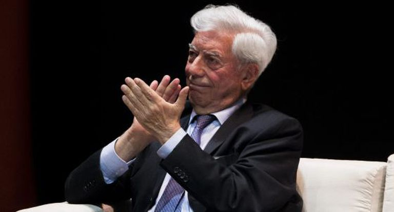 Mario Vargas Llosa em um foro sobre liberdade e democracia em Venezuela