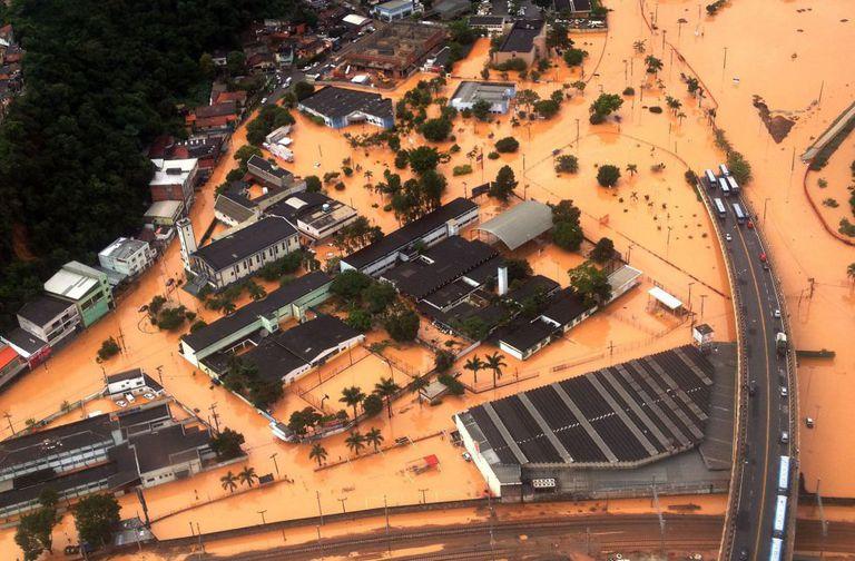 Vista aérea do município de Franco da Rocha, inundado pelas chuvas.