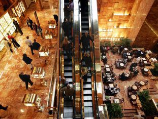 O interior da Trump Tower em Manhattan, Nova York.