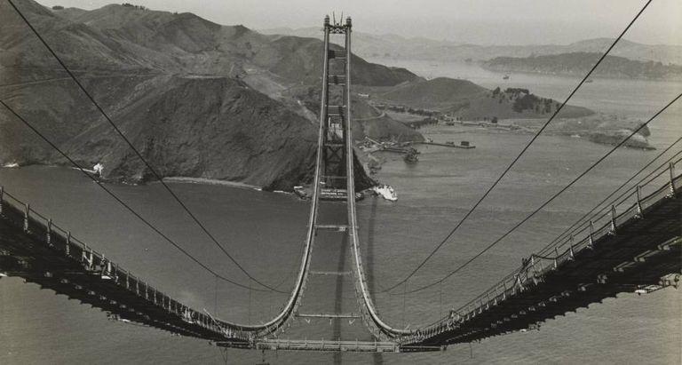 A ponte Golden Gate em fotografia de Peter Stackpole de 1935.
