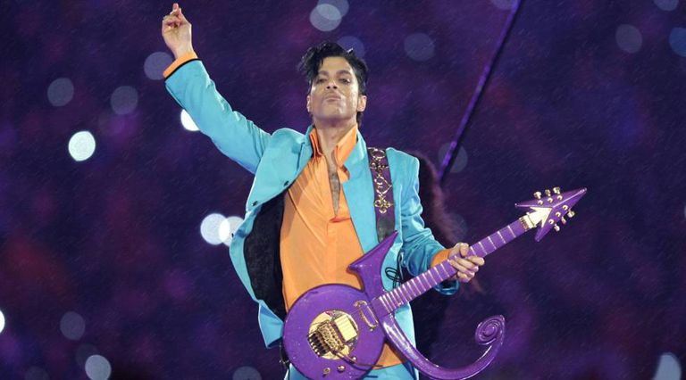 Prince, em show no intervalo do Super Bowl 2007.