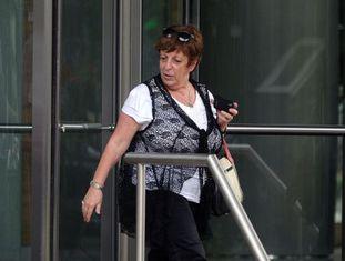 Promotora Viviana Fein saindo da casa de Nisman em 27 de janeiro.