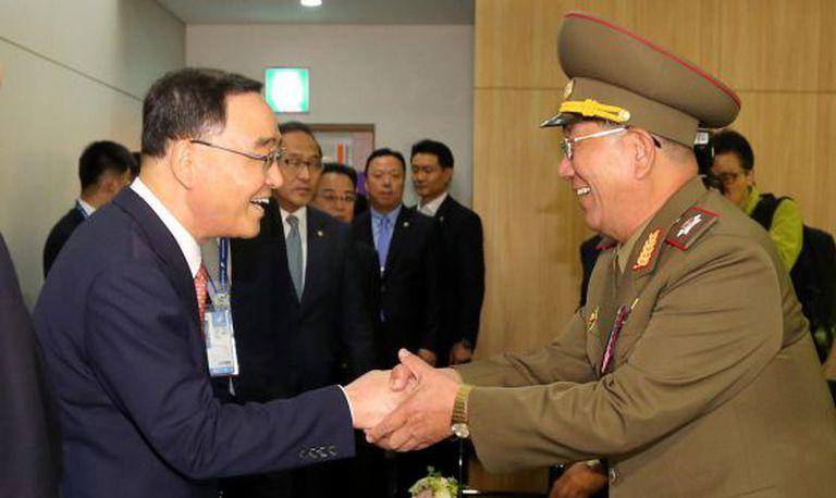 Chung Hong-Won (à esq.) e Hwang Pyong-so, nos Jogos Asiáticos.