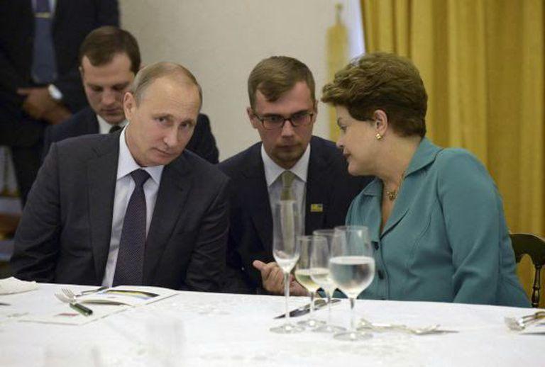 O presidente russo Vladimir Putin e a brasileira Dilma Rousseff, domingo, no Rio.