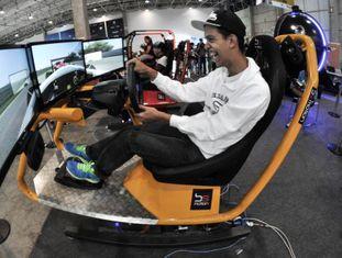Rapaz em evento de tecnologia em São Paulo.