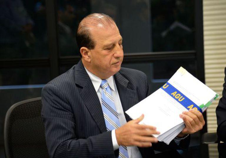 O relator do TCU, Augusto Nardes, recebe defesa do Governo.