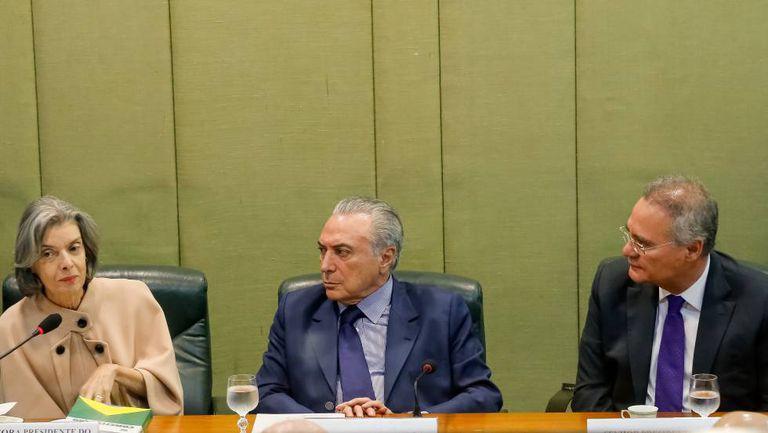 Cármen Lúcia, Michel Temer e Renan Calheiros.