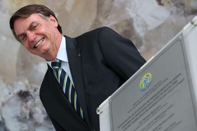Bolsonaro descerra placa alusiva a inauguração da 8ª Cascata de Ultracentrífugas da Usina de Enriquecimento Isotópico de Urânio.