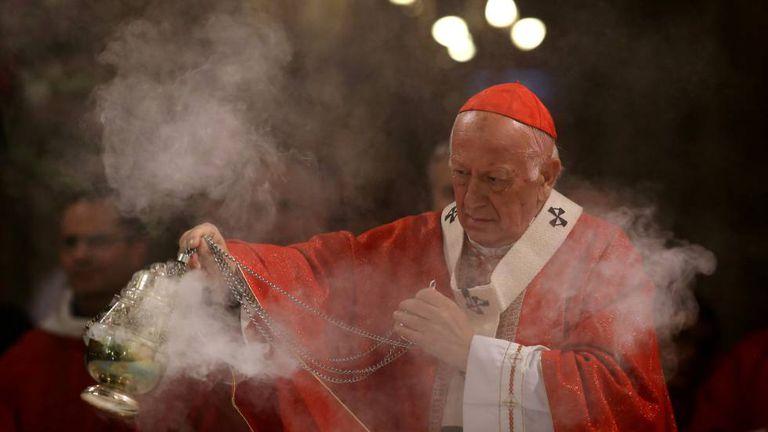 O arcebispo de Santiago, Ricardo Ezzati, celebra uma missa na catedral de Santiago, em maio de 2018.