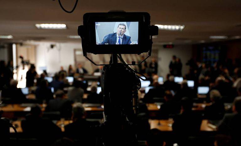 O ministro Sergio Moro fala aos senadores durante audiência da CCJ.