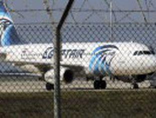 Sequestrador, que obrigou um avião da EgyptAir no Egito a pousar no Chipre, alegou que queria falar com a ex-mulher. Houve temor de ação terrorista por derrubada de aeronave no Sinai em 2015