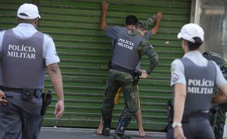 Alguns policiais militares voltaram às ruas nesse sábado em Vitória.