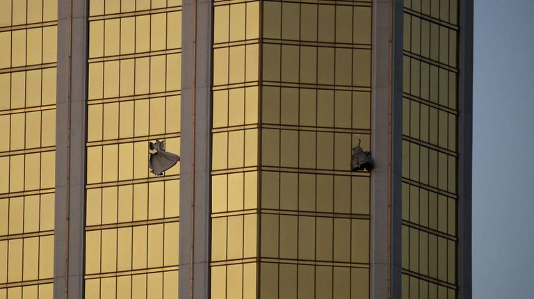 As janelas por onde Paddock disparou, no hotel Mandalay Bay