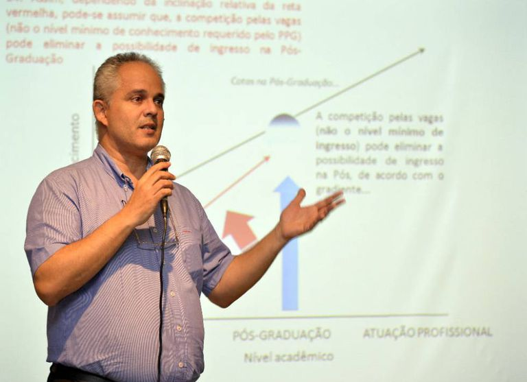 """José Alexandre Felizola Diniz Filho, professor da UFG desde 1994: """"Temos um movimento anticiência, paralelo à crise econômica, que é global e está no Brasil""""."""