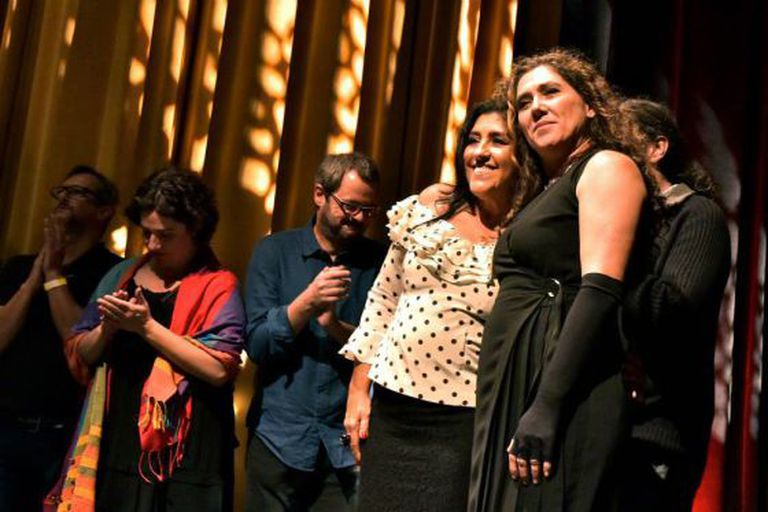 Regina Casé e Anna Muylaert na pré-estreia do filme em SP.