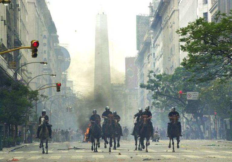 Protesto em Buenos Aires contra o 'corralito' financeiro argentino, em dezembro de 2001.