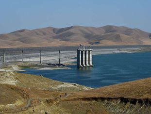 Represa no vale central da Califórnia, com 21% de sua capacidade.