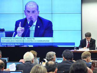 O relator Onyx Lorenzoni, na comissão especial.