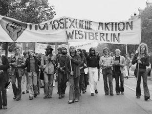 Manifestação a favor dos direitos dos homossexuais em Berlim em 1973.