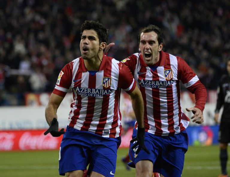 Diego Costa comemora um de seus dois gols contra o Levante.
