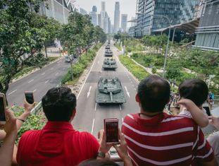 Desfile militar no domingo em Cingapura.