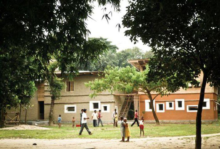 DESI, escola para eletricistas em Rudrapur (Bangladesh), de Anna Heringer.