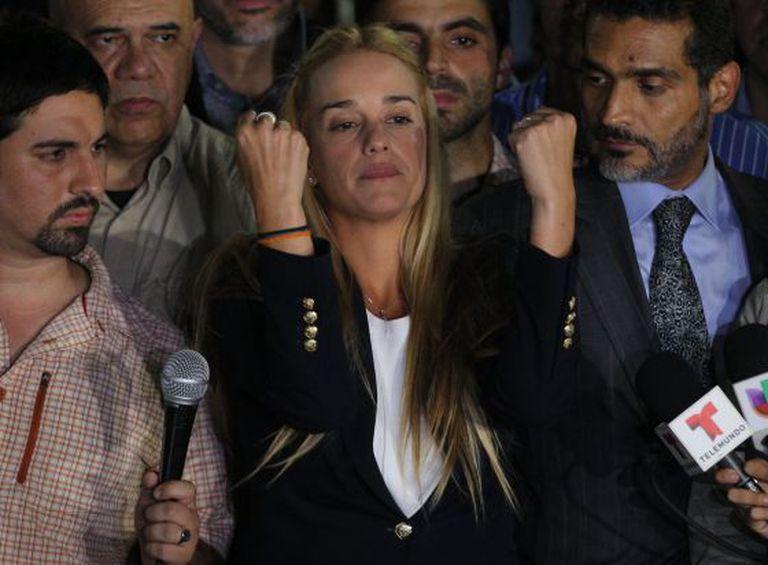 Lilian Tintori, mulher de Leopoldo López, em uma coletiva de imprensa depois de saber da condenação do opositor venezuelano.