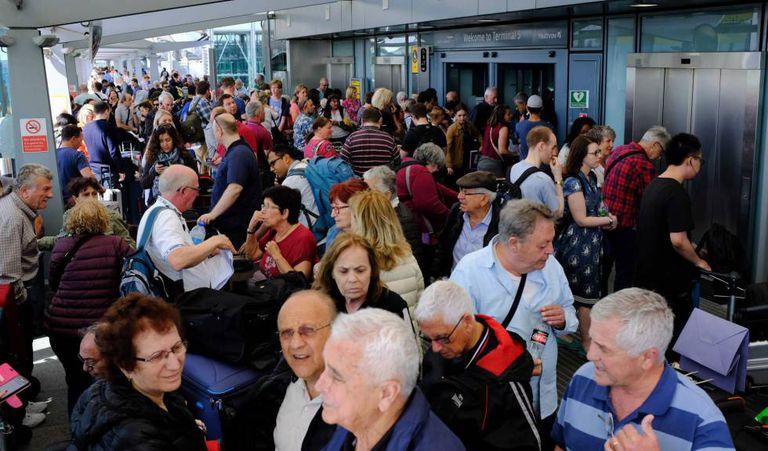 Passageiros afetados pela falha de sistema da British Airways.