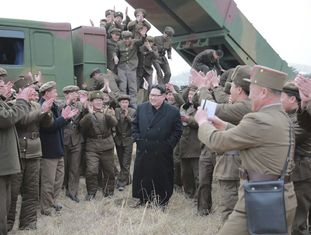 Kim Jong-un, durante os testes o lançamento de mísseis.