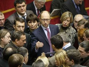 Yatseniuk, no Parlamento de Kiev em dezembro passado.