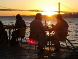 A ponte 25 de Abril vista do restaurante Ponto Final.