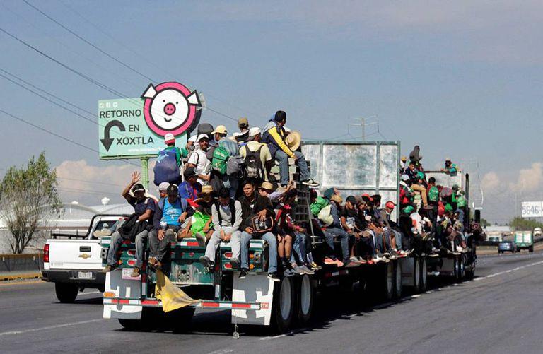 Integrantes da caravana em sua passagem pelo Estado de Puebla.