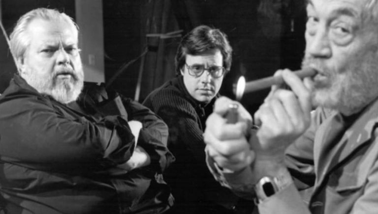 Orson Welles, Peter Bogdanovich e John Huston, durante a filmagem de 'The Other Side of the Wind'.