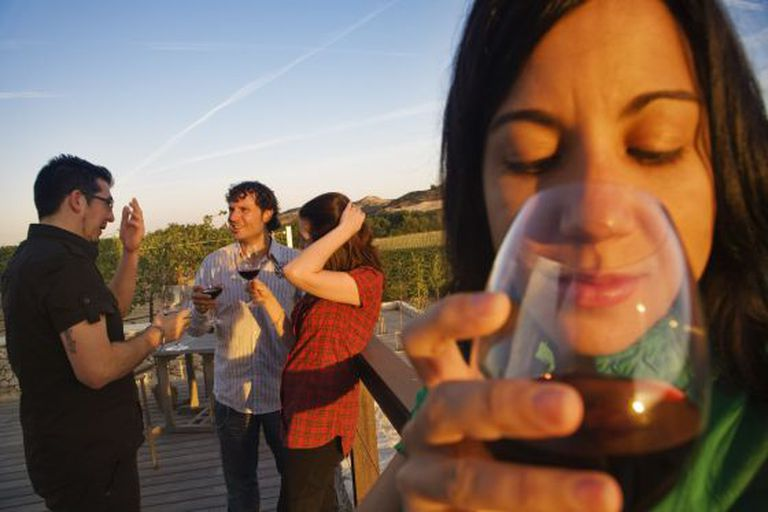 Alguns estudos fixaram em meia taça a quantidade de vinho diária adequada.