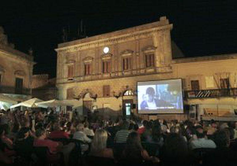 Uma projeção do festival Libero cinema in libera terra.