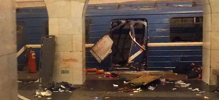 Vagão do trem do metrô atacado nesta segunda-feira em São Petersburgo.