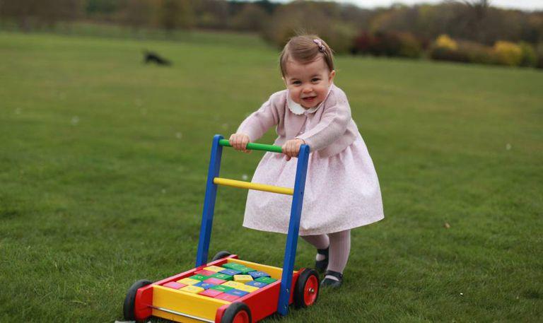 Uma das imagens de Charlotte de Cambridge divulgada por seu aniversário.