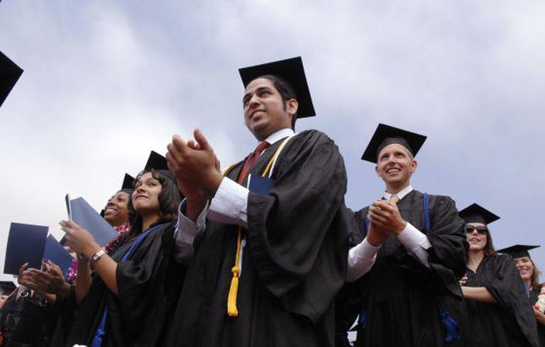 Estudantes aplaudem durante o ato de graduación na Universidad Pepperdine de Malibú (Califórnia, EUA).