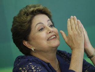 Dilma Rousseff dá entrevista em Brasília.