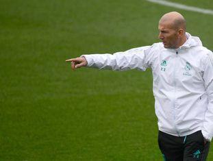 Zidane durante o último treino do Real Madrid antes do jogo da Copa do Rei contra o Numancia.
