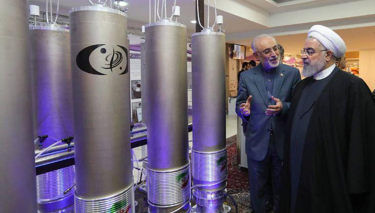 O presidente iraniano Rohani visita umas instalações, durante o dia da tecnologia nuclear, em Teerã o passado 9 de abril
