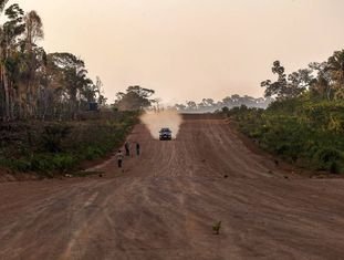Pista de pouso ilegal em plena floresta amazônica.