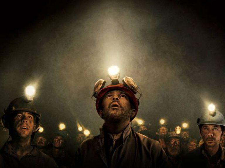 Antonio Banderas faz o papel de Mario Sepúlveda, o líder dos mineiros.