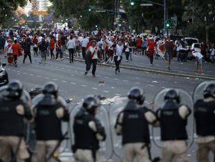 O mundo esperava o extraordinário de River x Boca, mas foi testemunha do comum nos estádios de Buenos Aires