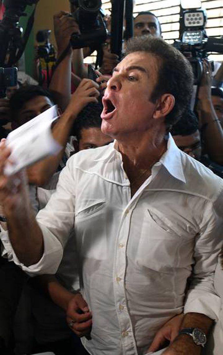 O candidato opositor Salvador Nasralla neste domingo.